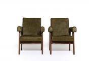 <h5>Paire de fauteuils P. Jeanneret</h5><p>Restauration des garnitures et couverture en peaux de vache kaki.</p>