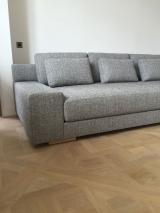 <h5>Canapé contemporain</h5><p>Croquis, plan et réalisation complète en semi-traditionnel d'un canapé contemporain pour un client particulier.</p>