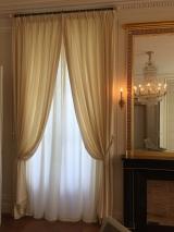 <h5>Hôtel particulier</h5><p>Voilage et sous-rideaux  en laine pour un Hôtel Particulier à Paris </p>