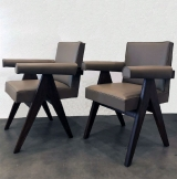 <h5>Fauteuils Committe Chair </h5><p>Paire de fauteuils Committe Chair par Pierre Jeanneret pour la cité de Chandigarh, entièrement restauré et recouvert en cuir. </p>