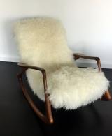 <h5>Rocking Chair de Vladimir Kagan </h5><p>Rocking Chair de Vladimir Kagan recouvert en agneau du Tibet. </p>