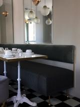 <h5>Banquette d'angle sur mesure</h5><p>Banquette d'angle sur mesure pour la cafétéria de l'Hôtel Picardy pour Justine Fradin et Flossie Félix. </p>