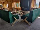 <h5>Restauration de deux banquettes 1950</h5><p>Restauration de deux banquettes 1950 pour un chalet de montagne en peaux de vache teintées.</p>
